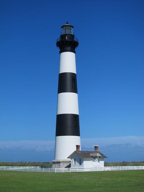 lighthouse-186722_640